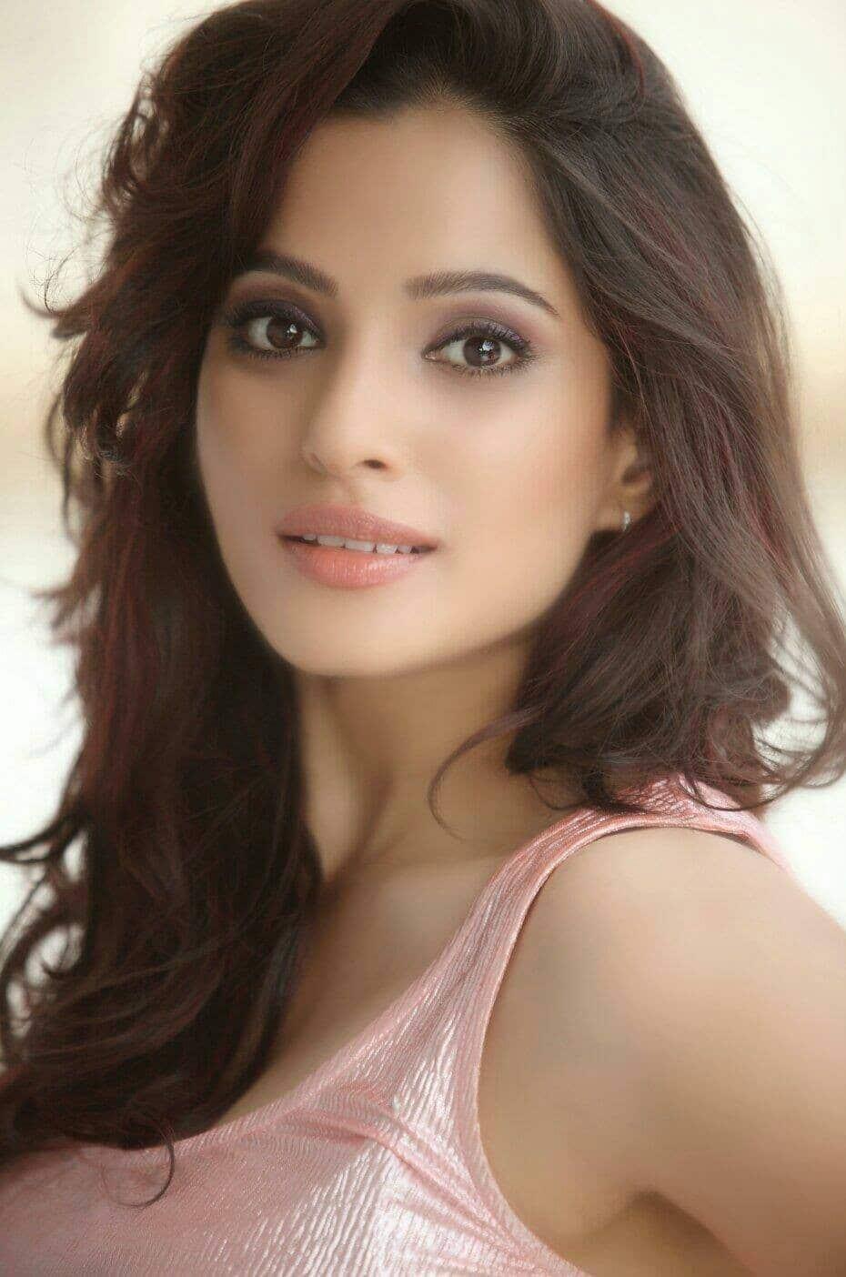Navra Bayko ani Ti Marathi Movie Download